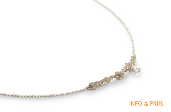 Necklace with diamond in drop shape