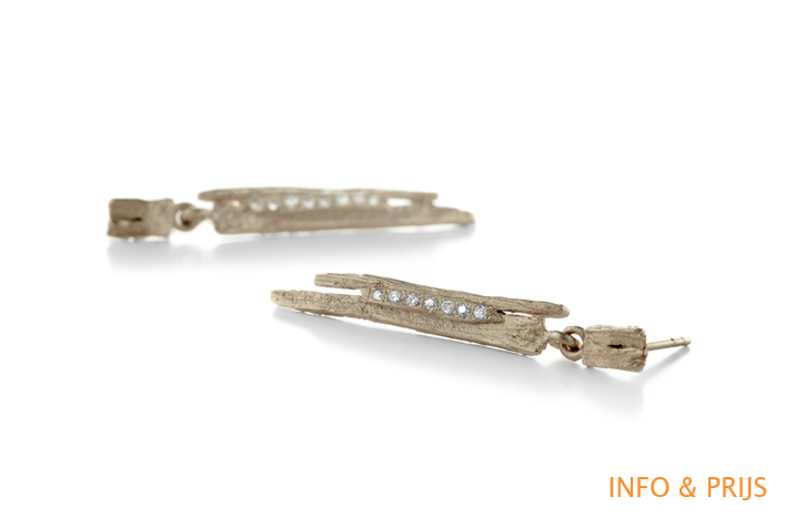 Earrings with natural structure