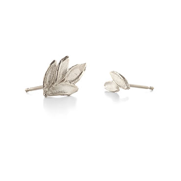 Assymetric earrings leaves