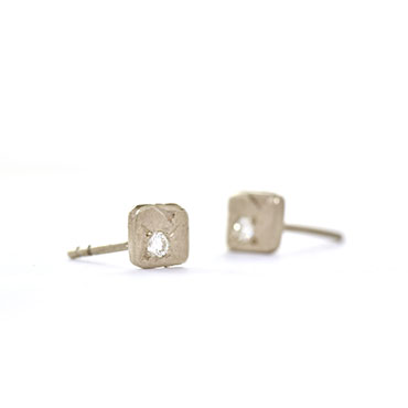 Simple square ear studs with diamond