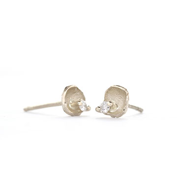 Ear rings cup with diamond