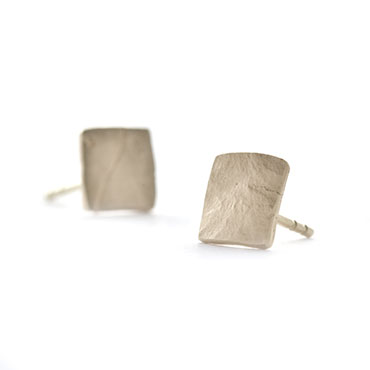 Ear rings square in mat gold