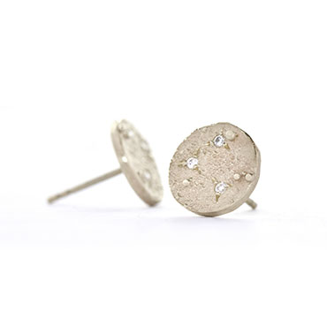 Rough round ear studs with diamond