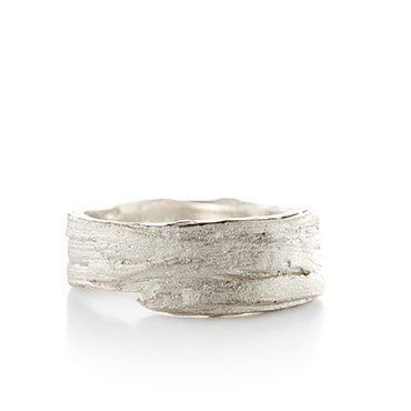 Ring in silver with wood structure