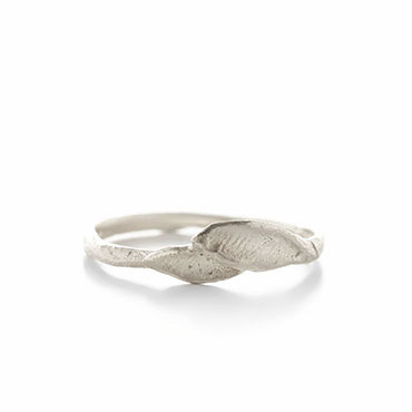 Fine silver ring with leaves