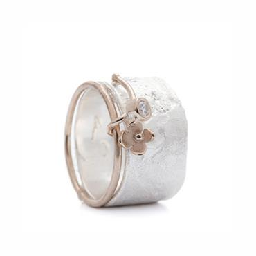 Silver ring with flower