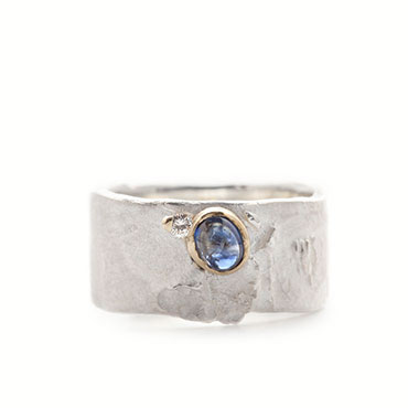 Ring in silver with diamond and sapphire