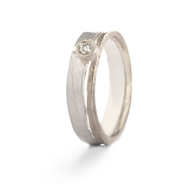 Ring in combination of silver and gold