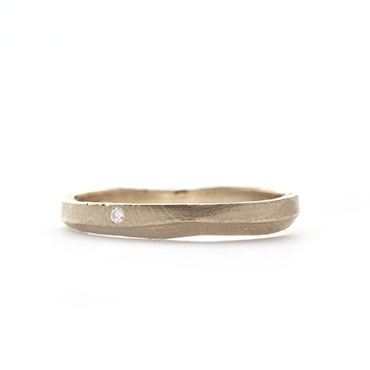 Smal ring with thin grain and diamond