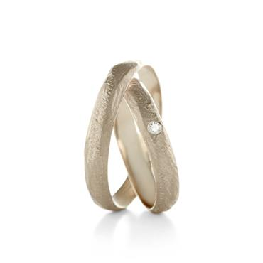 Fine rough-textured wedding rings - Wim Meeussen Antwerp