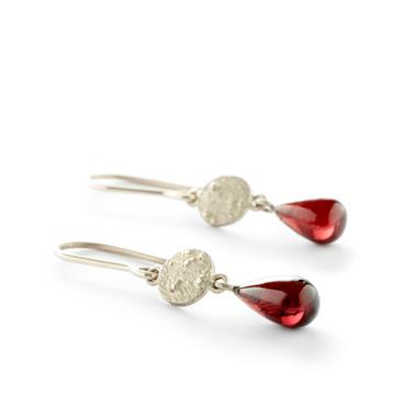 Earrings with garnet - Wim Meeussen Antwerp