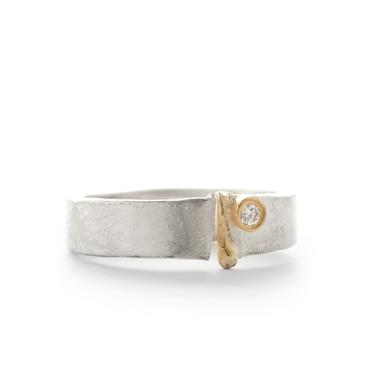Ring in silver with detail in yellow gold