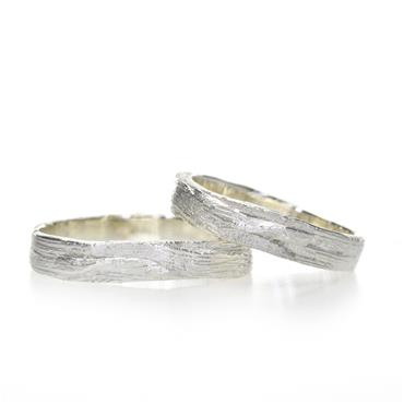 Wedding band in silver with wood texture