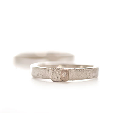 Wedding ring in silver with subtle detail in gold