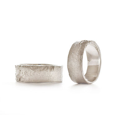 Robust wedding band in silver