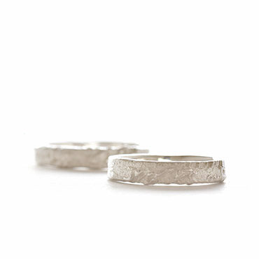 Thin robust wedding band in silver