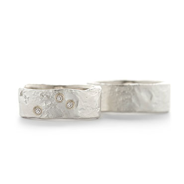 small wedding band in silver with structure