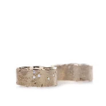 Wide wedding rings with rough structure