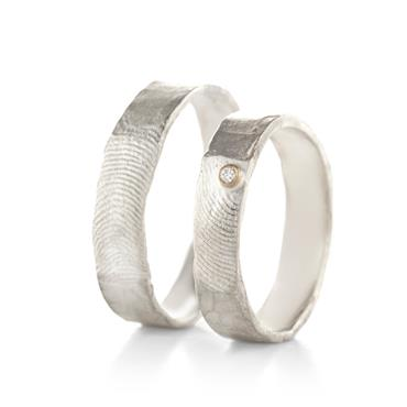 Thin wedding rings with fingerprint in silver