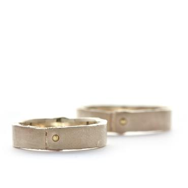 Wedding rings with detail in yellow gold - Wim Meeussen Antwerp