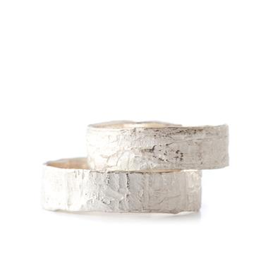 Thin silver wedding rings with structure - Wim Meeussen Antwerp