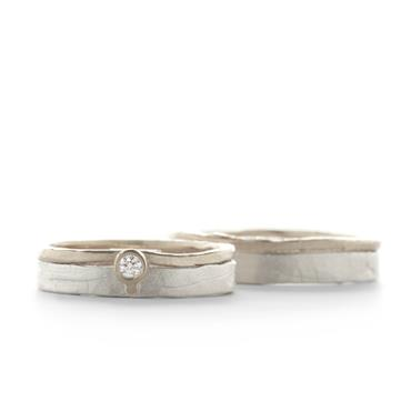Clean wedding bands in silver with gold